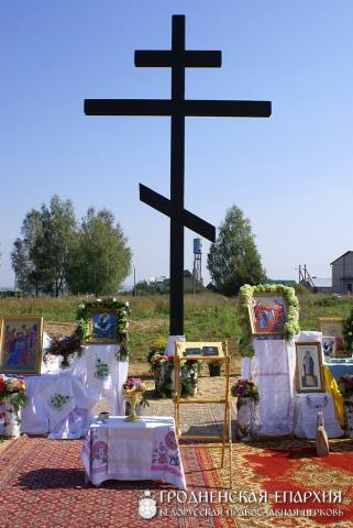 Освящение креста на месте строительства храма