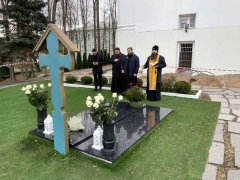 Архиепископ Антоний совершил панихиду у могилы Митрополита Филарета (Вахромеева)